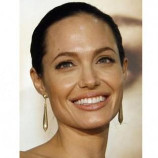 Анджелина Джоли удалила себе обе груди